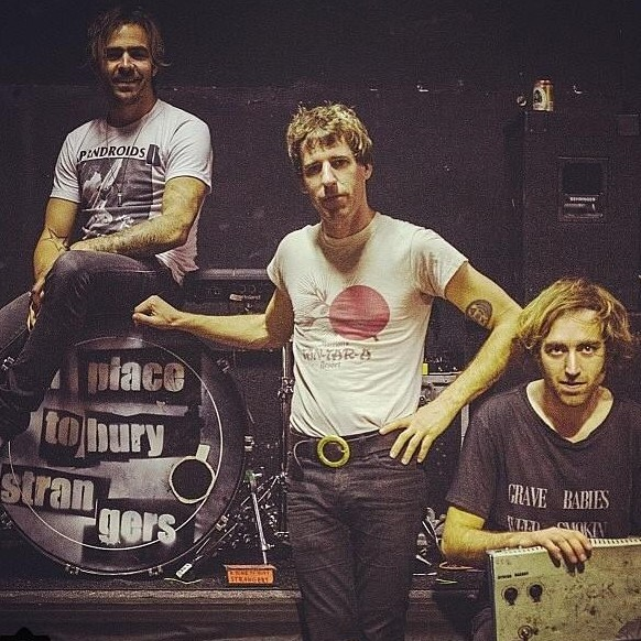 A Place To Bury Strangers – Straight